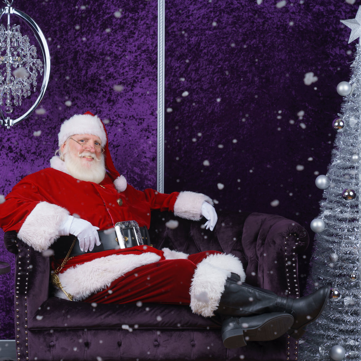 santa on purple velvet couch at SNAP Foto Club